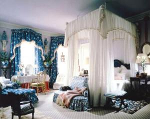 One of his most famous Kips Bay installations is this fabulous blue bedroom from 1987.