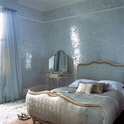 A luminous bedroom by Lucinda Symons